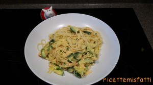 spaghetti with courgette, salmon and saffron