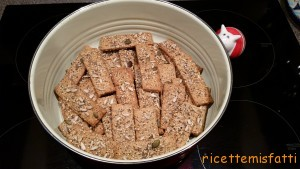 poppy and sesame seed crackers